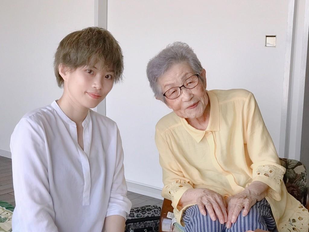 Photo of Nasu-san interviewing Yamahara-san