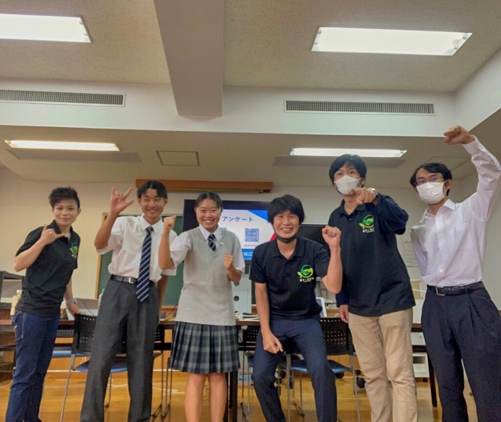 Photo of Hiratsuka Deaf School participants in the High School Assembly